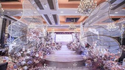 用弧型线条作为设计元素的粉紫色系INS风婚礼