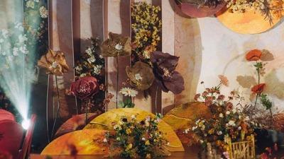 运用大量的圆形装饰,呈现出一场油画风的莫奈花园婚礼