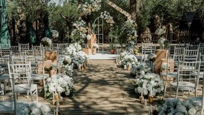 轻松惬意的白绿色+黄色系简约风户外婚礼