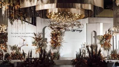 暗淡粗糙的不规则设计,彰显出岁月沉淀之美的侘寂风婚礼