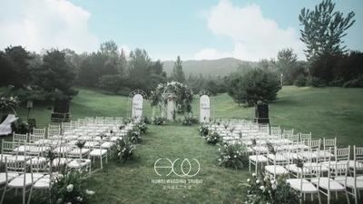 简单自然又随性的白绿色户外婚礼