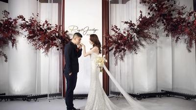 高级感满满的白色+勃艮第红色系极简风泰式婚礼