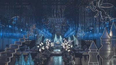 以深蓝色为主基调的梦幻城堡主题婚礼