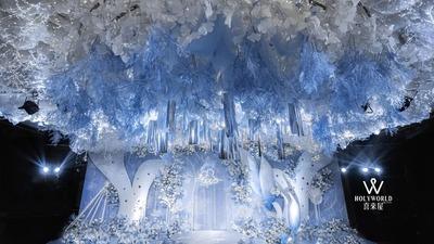 用蓝白色系的交融和过渡,呈现一场轻盈灵动的唯美婚礼