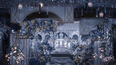 有着不同层次设计感的蓝色系城堡主题婚礼