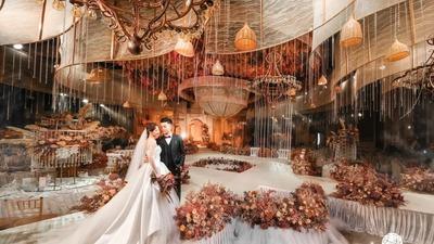 用暖色调作为底色,呈现了一场如油画般饱满典雅的婚礼
