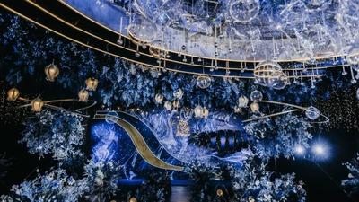 当深邃蓝遇到耀眼金,一场优雅而不浮华的星空主题婚礼