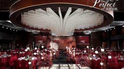 将数量元素融合进极简氛围的酒红色+咖啡色系婚礼