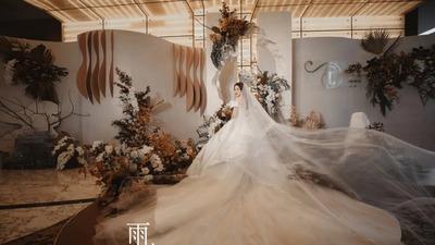 用不对称设计与弧形线条,打造一场自然安静的诧寂风婚礼