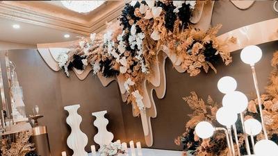 造型简约却优雅奢华的米色+黑色系婚礼