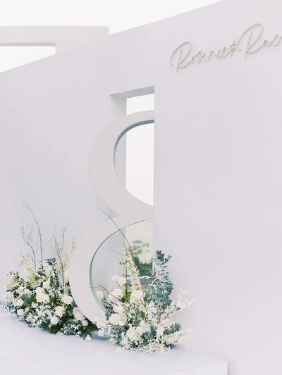 白绿色极简风户外婚礼