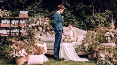 原生态质感的白绿色系英式庄园风户外婚礼