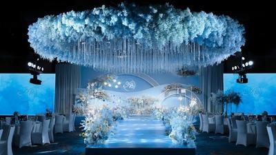 用简单的线条设计元素,呈现一场浪漫而神秘的蓝色系婚礼