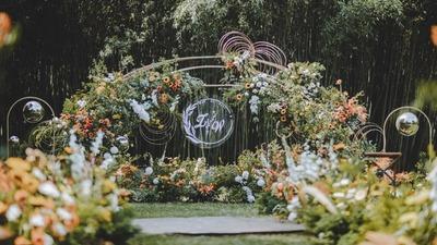 自然又轻松的户外婚礼