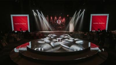 充满了现代艺术气息的红色+白色系秀场风婚礼