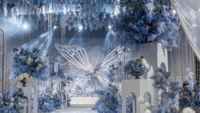舒适清新且纯粹梦幻的蓝白色系蝴蝶主题婚礼