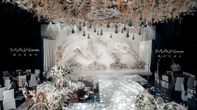 以齿轮元素为设计灵感的白色+香槟色系婚礼