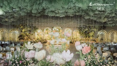 融入了建筑设计对称美感的法式花园风婚礼