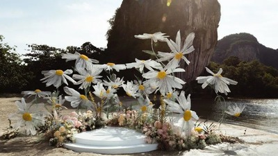 有着静谧优雅氛围的小雏菊主题户外婚礼