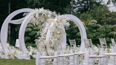 有着流畅柔美线条感的极简风户外婚礼