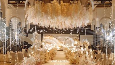简单干净且轻快纯粹的香槟色系婚礼