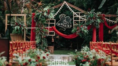 复古又浪漫的红色+绿色系户外婚礼