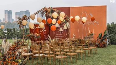 怀旧而温暖的橙色+红色系户外婚礼