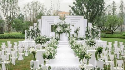 简约大方的白绿色系户外婚礼