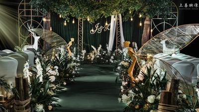 如同坠入了仲夏夜之梦的墨绿色森系婚礼