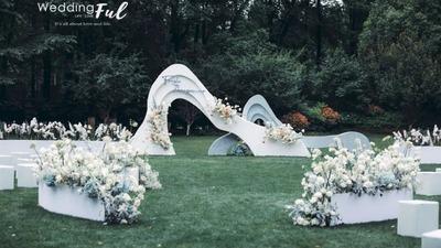 将自然宁静与现代美学相融合的雾霾蓝+白色系户外婚礼