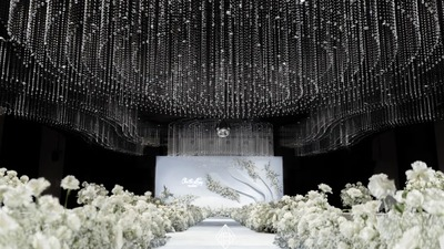 呈现出错落变化层次的白色+绿色系水晶主题婚礼