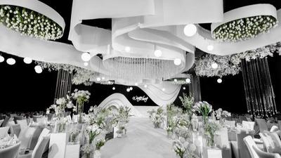 通过线条带来的柔和感,呈现一场白色系极简秀场风婚礼