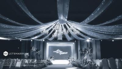 以简约设计手法构筑了一场沉静高雅的灰蓝色婚礼