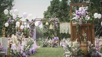 散发着优雅神秘气息的梦幻紫色系户外婚礼
