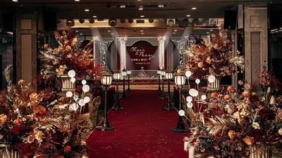 渲染出高贵优雅氛围的酒红+鎏金色系欧式婚礼