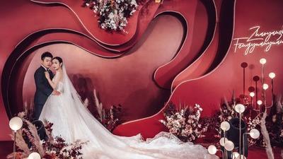 酒红色系的艺术风婚礼