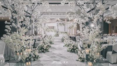 有着层次感简约且高级的白色+绿色系韩式婚礼