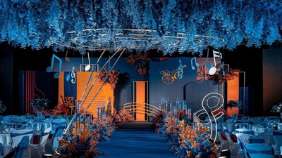 勾勒出不同美感的沉稳蓝+活跃橙撞色系婚礼