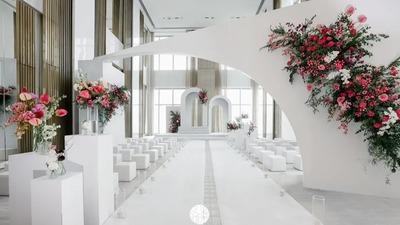 运用几何线条让这场婚礼看起来更加的简洁神圣